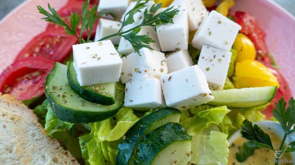 wegański blog sałatka z serem bez deka mleka